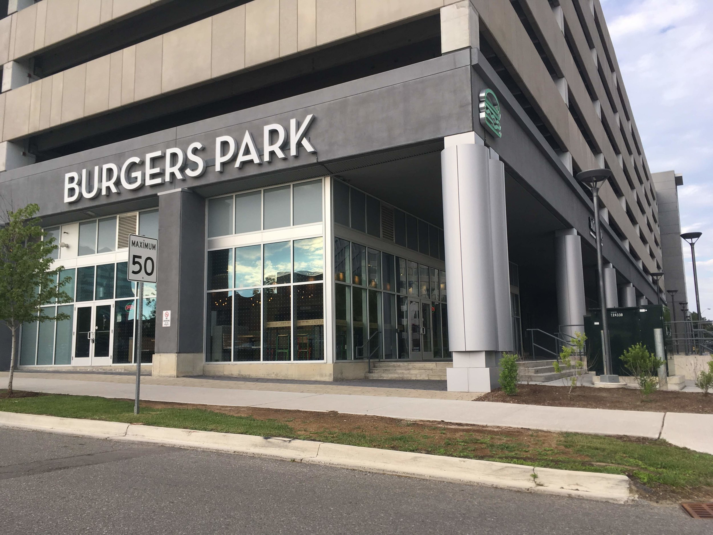 Picture of the accessible entrance for Burgers Park