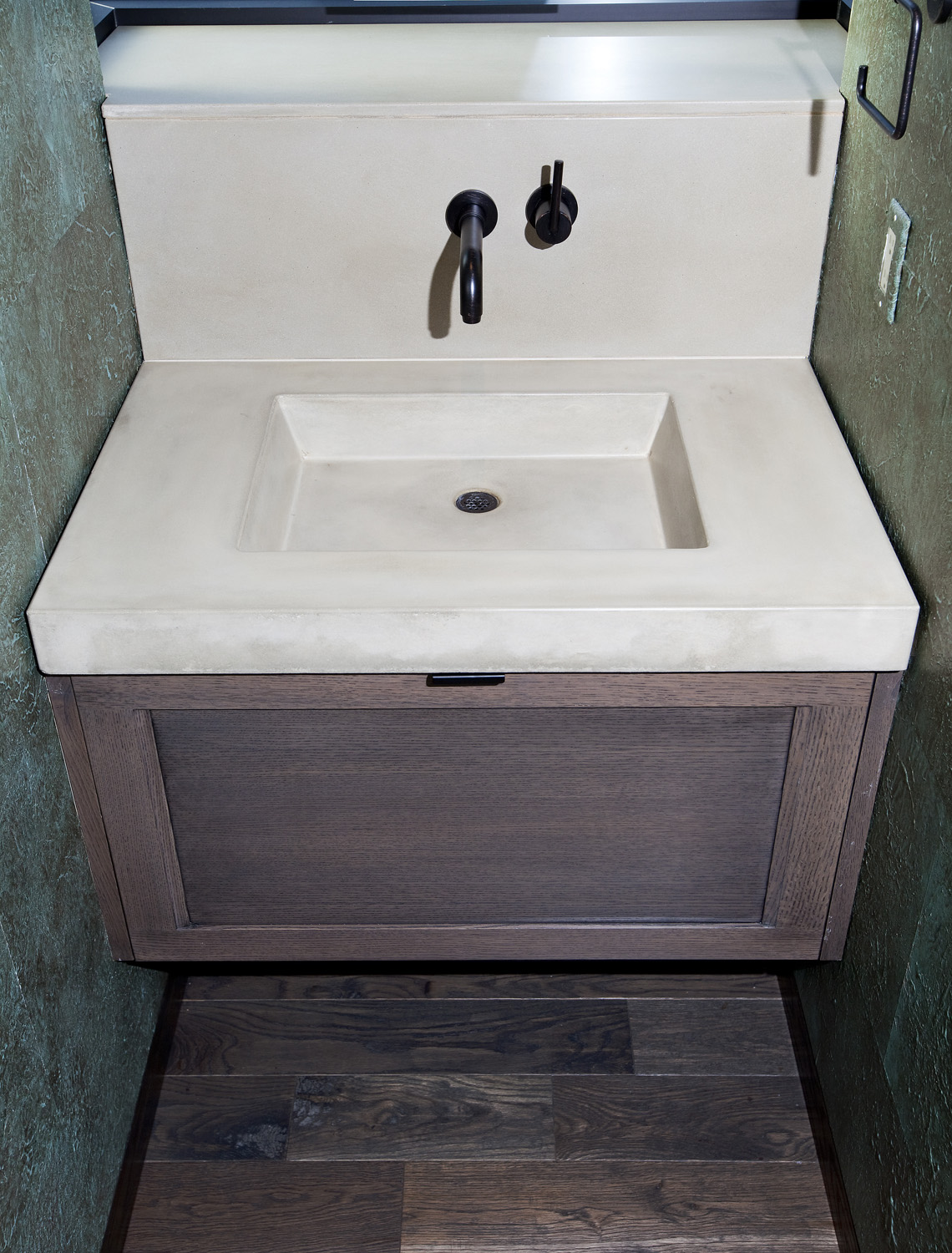 GH_bathroom_sink (2).jpg