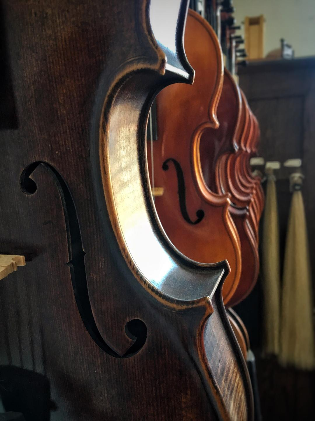VIOLAS - We carry instruments from makers such as Andreas Eastman, Johann Kessler, Ivan Dunov, Rudolph Doetsch, Robert Dolling, Werner Barth, Eugene Holtier, Camillo Callegari, Wunderlick, Sean Peak, Frederich Wyss, and Jay Haide.
