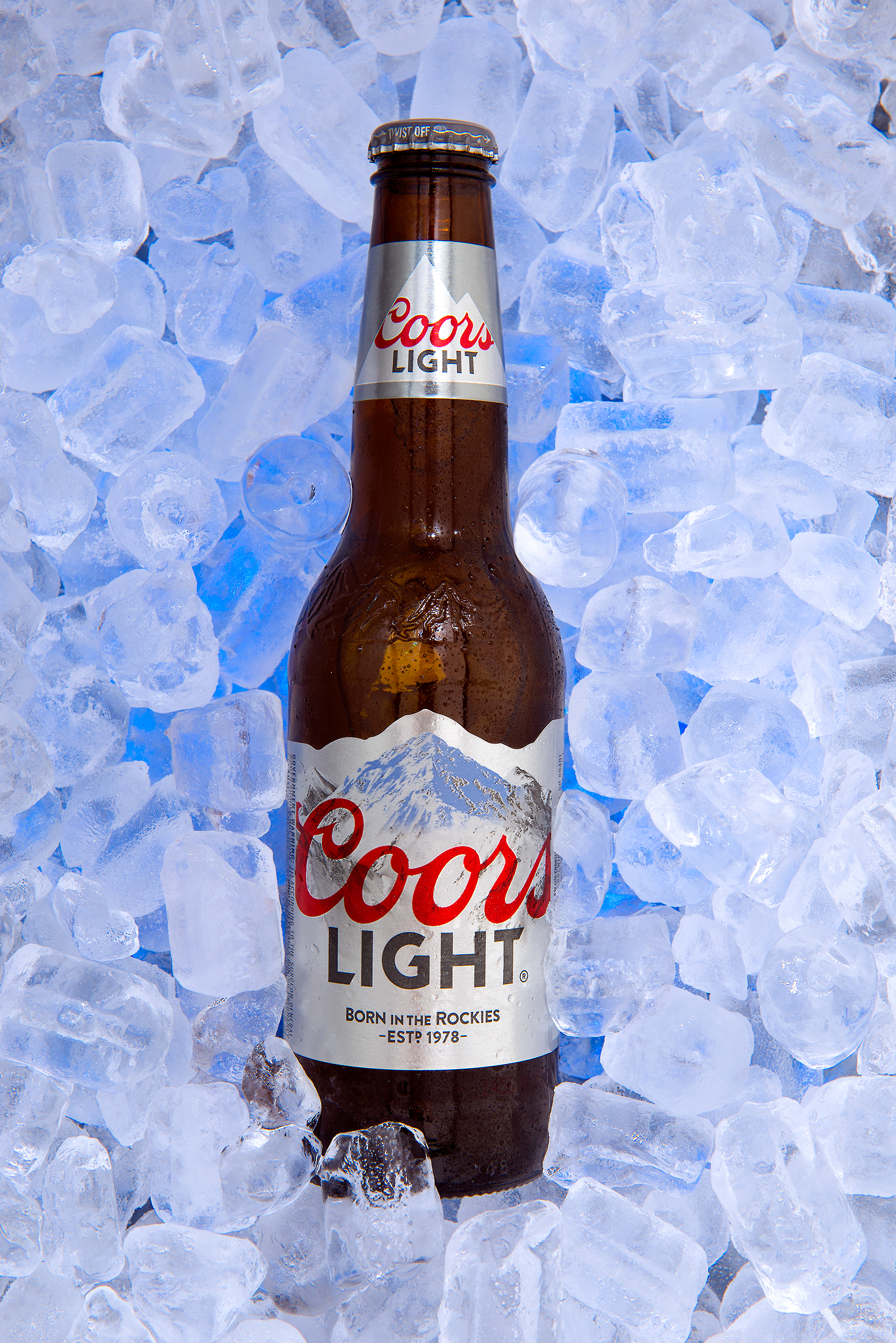 Studio advertising product photo of Coors Light in Ice