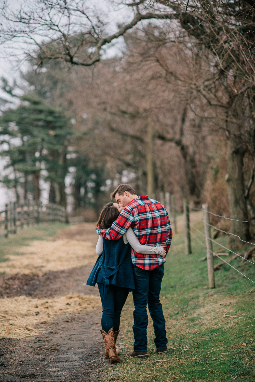 ninalilyphoto-hiddenvalleyfarm-engagement26.jpg