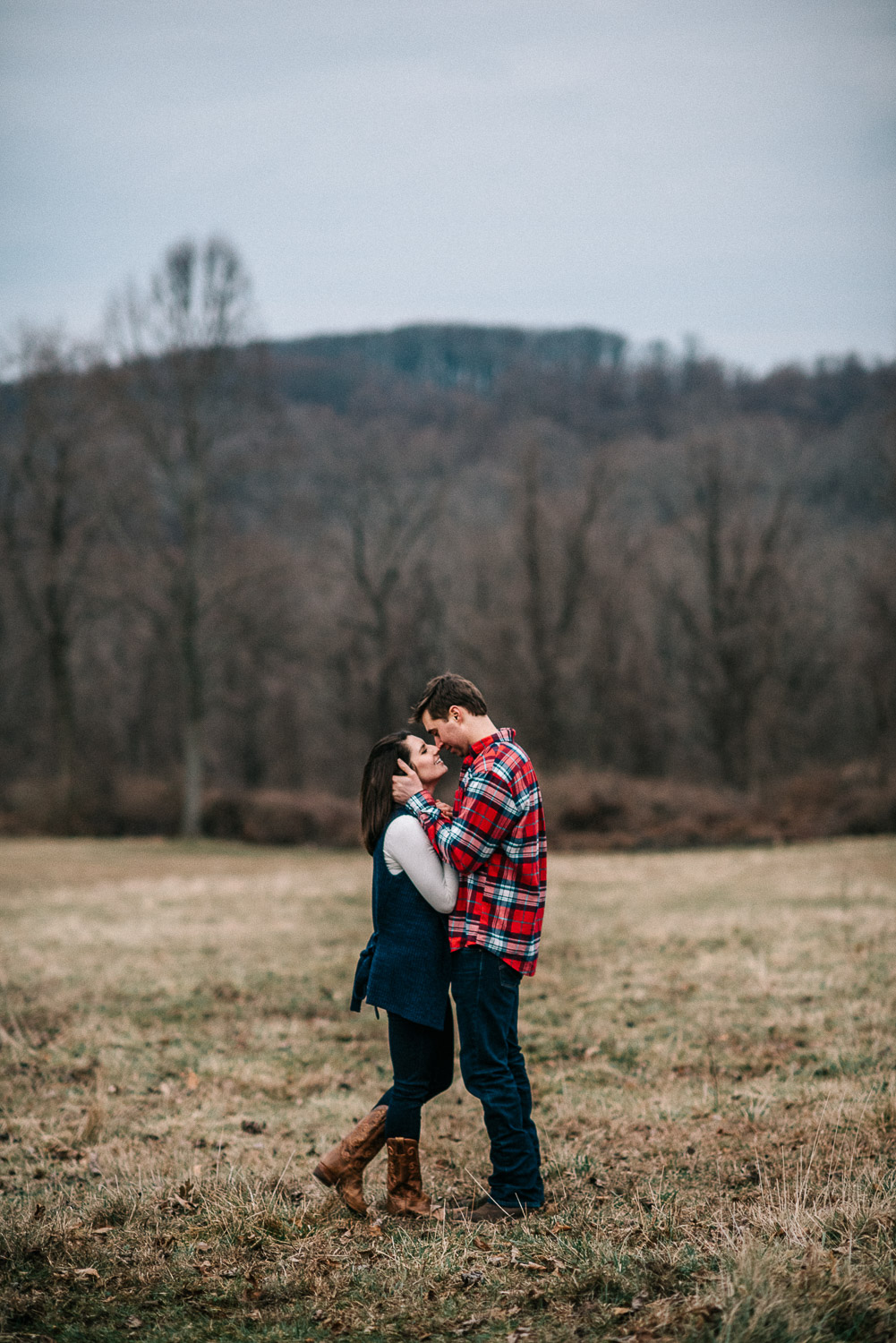 ninalilyphoto-hiddenvalleyfarm-engagement40.jpg
