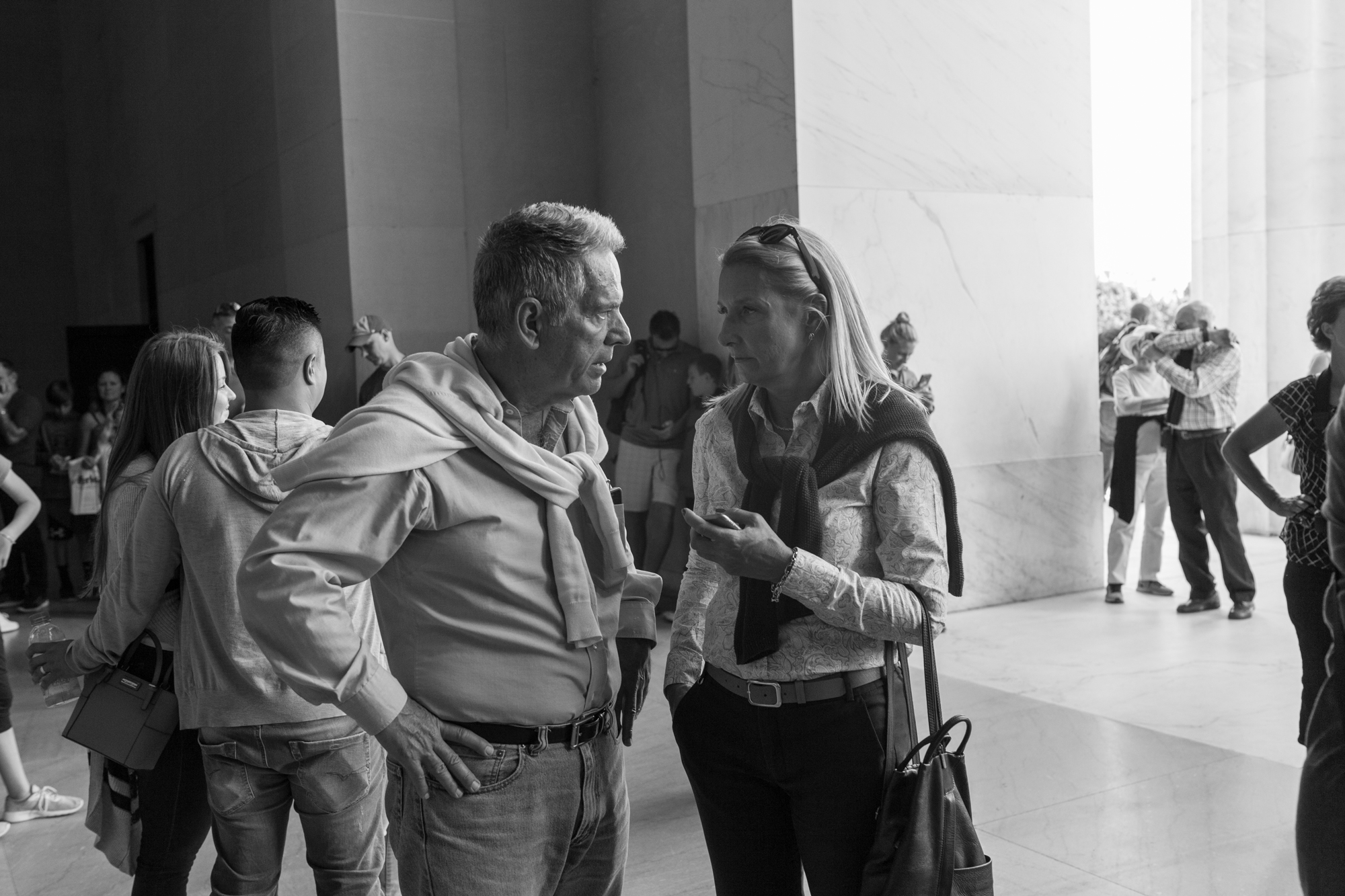 couple_looking_lincoln_MG_7338.jpg