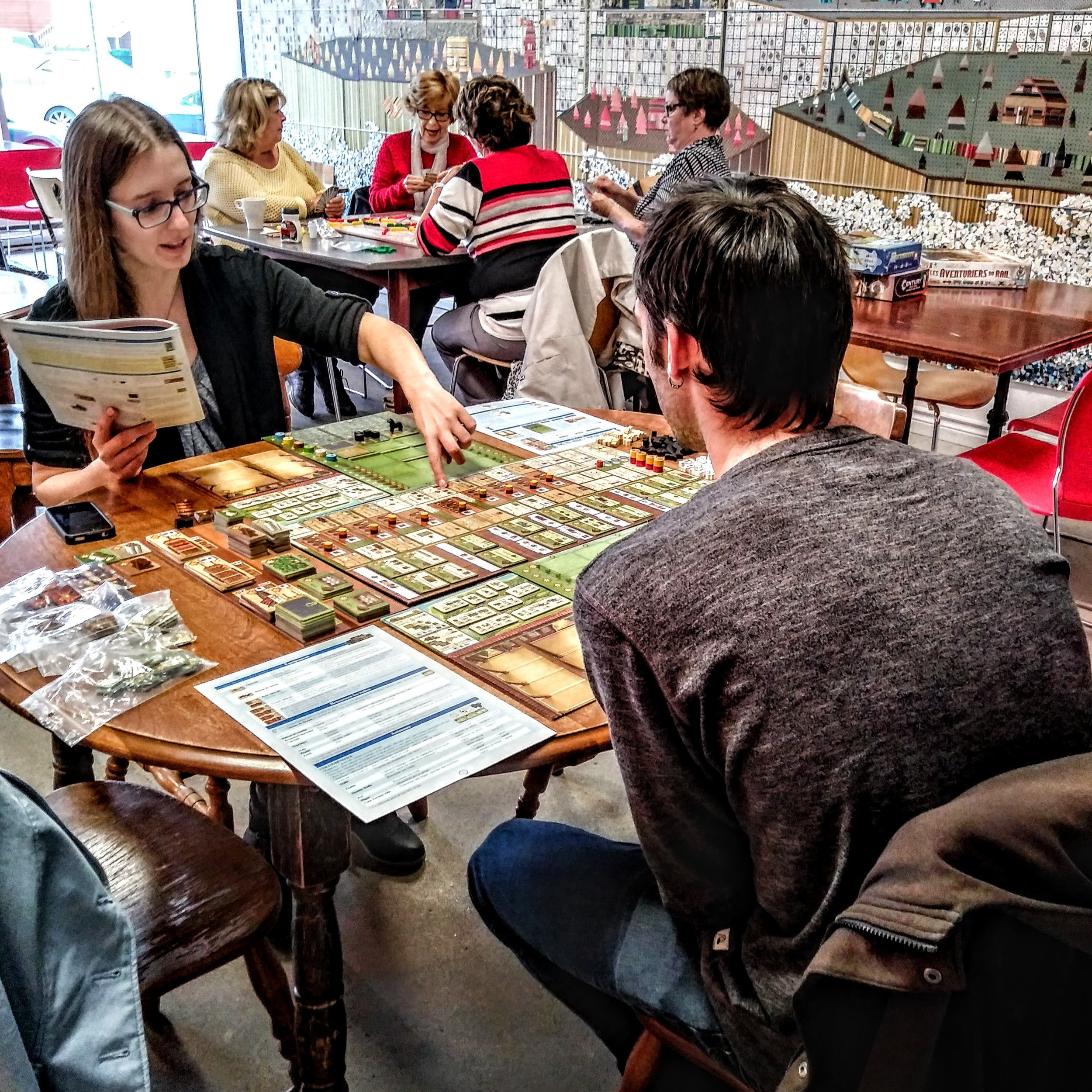 Café LUDIQUE - Manger, boire et jouer dans un même endroit! Des jeux pour tous les goûts, tous les âges et tous les styles de joueurs.