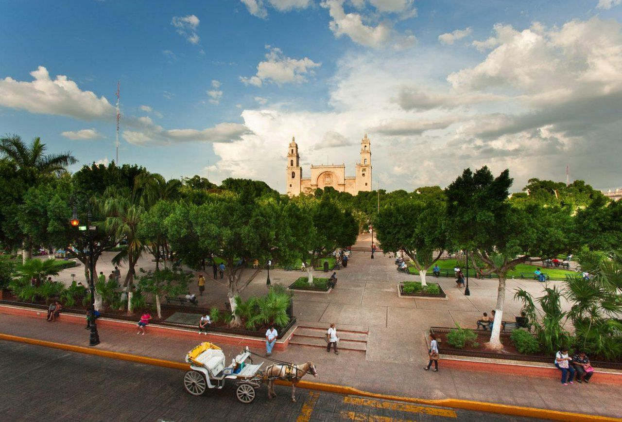 https---blogs-images.forbes.com-norawalsh-files-2017-11-Merida-Mexico-Plaza-Grande-1200x798.jpg