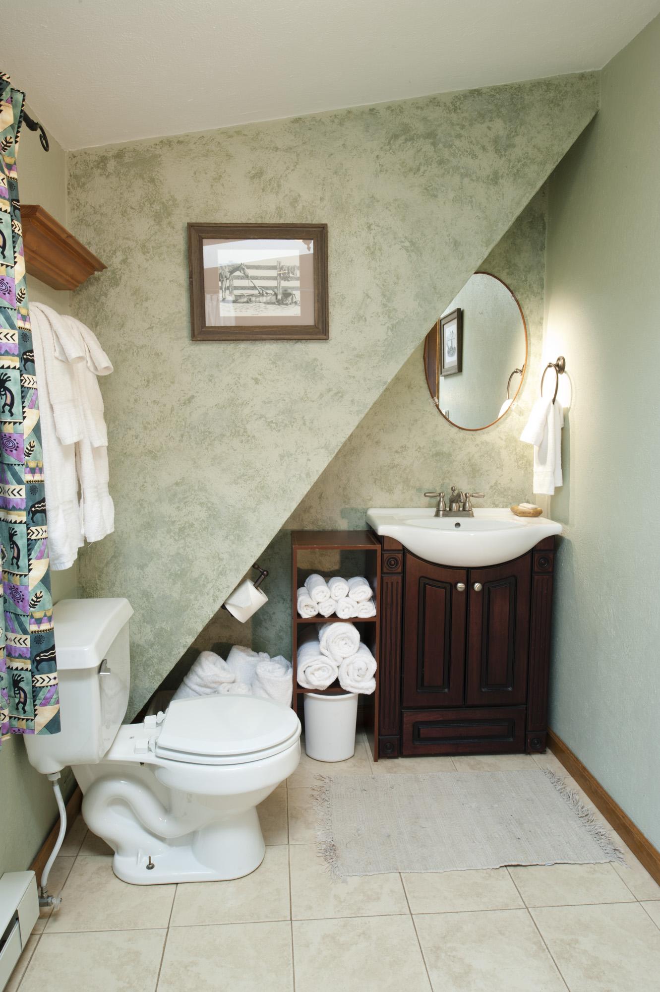 Chair_Mountain_RanchUpstairs-Bathroom.jpg