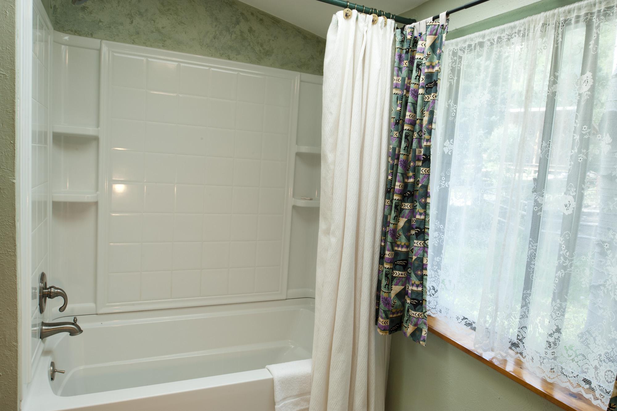 Chair_Mountain_RanchUpstairs-Bathroom2.jpg