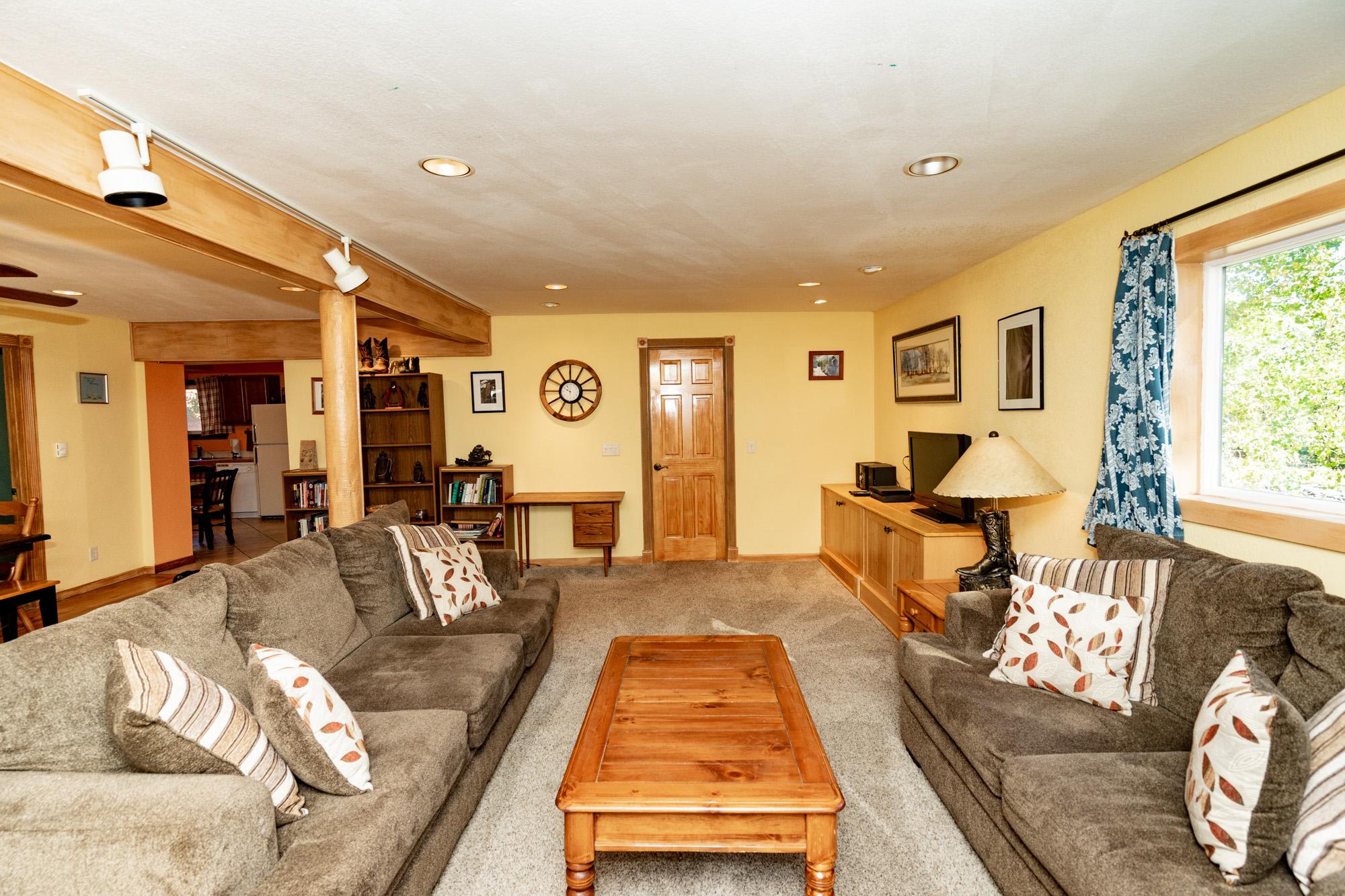 Chair_Mountain_Ranch_Apartments--3.jpg