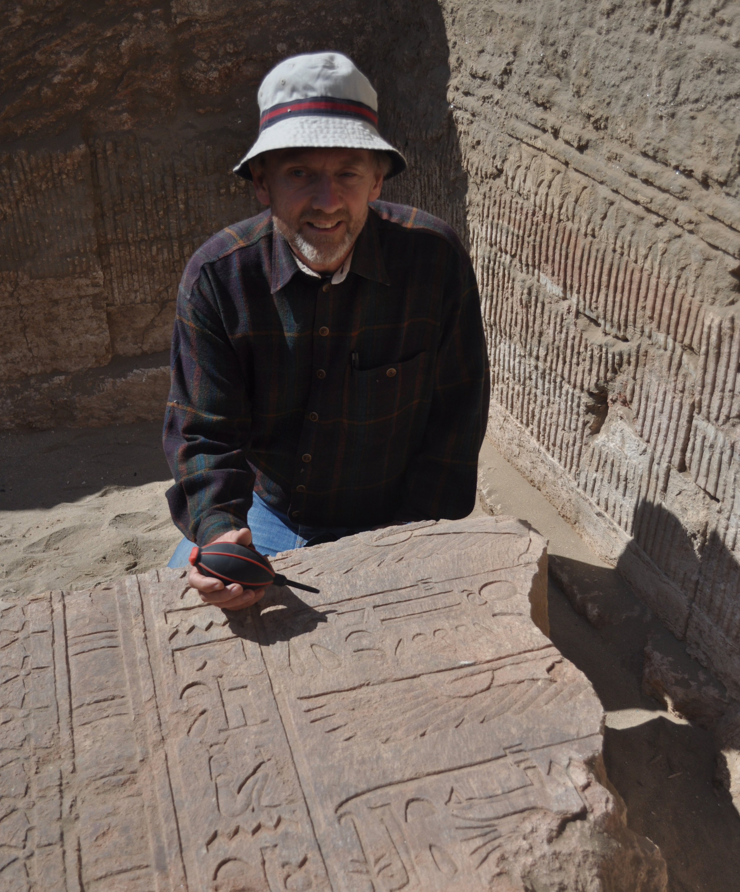 Since 2018, I am working on the excavations of the temple of Isis in Berenike, on the Red Sea COast. This temple connects Egypt to the trade routes to India, but also to Meroë in the Sudan.