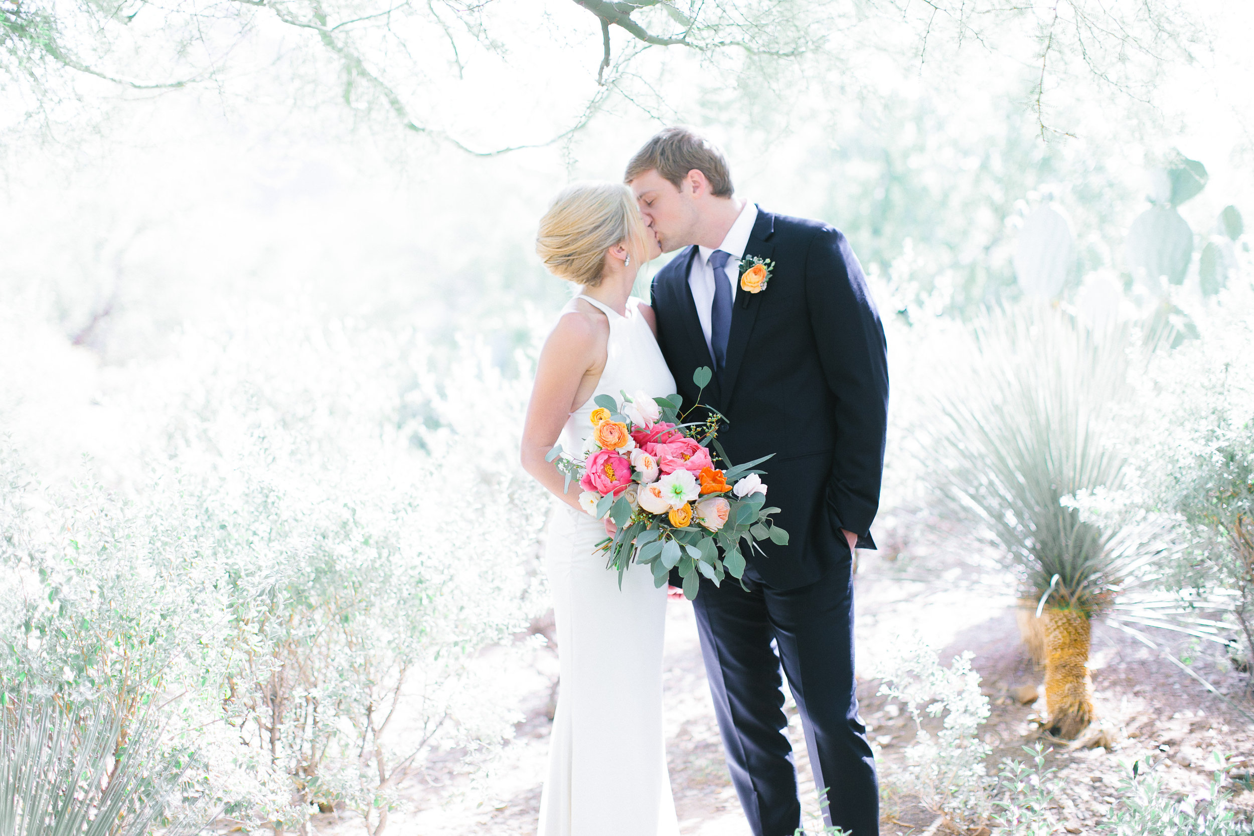 wedding el chorro scottsdale phoenix bride groom bouquet peach pink coral blush planner
