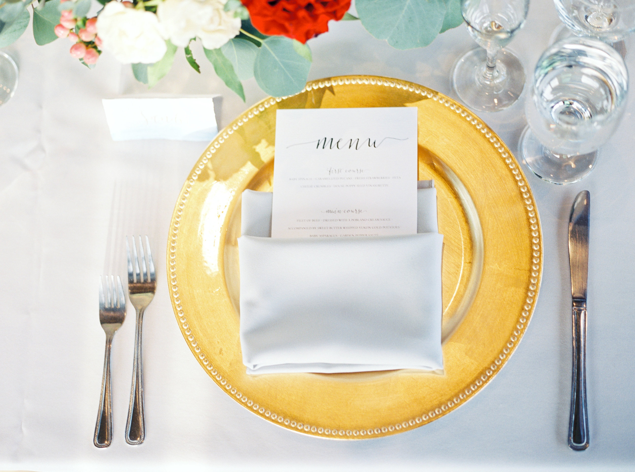 wedding place setting, gold charger, garden wedding flowers, red wedding flowers, blush wedding flowers, blush wedding flowers, wedding stationery