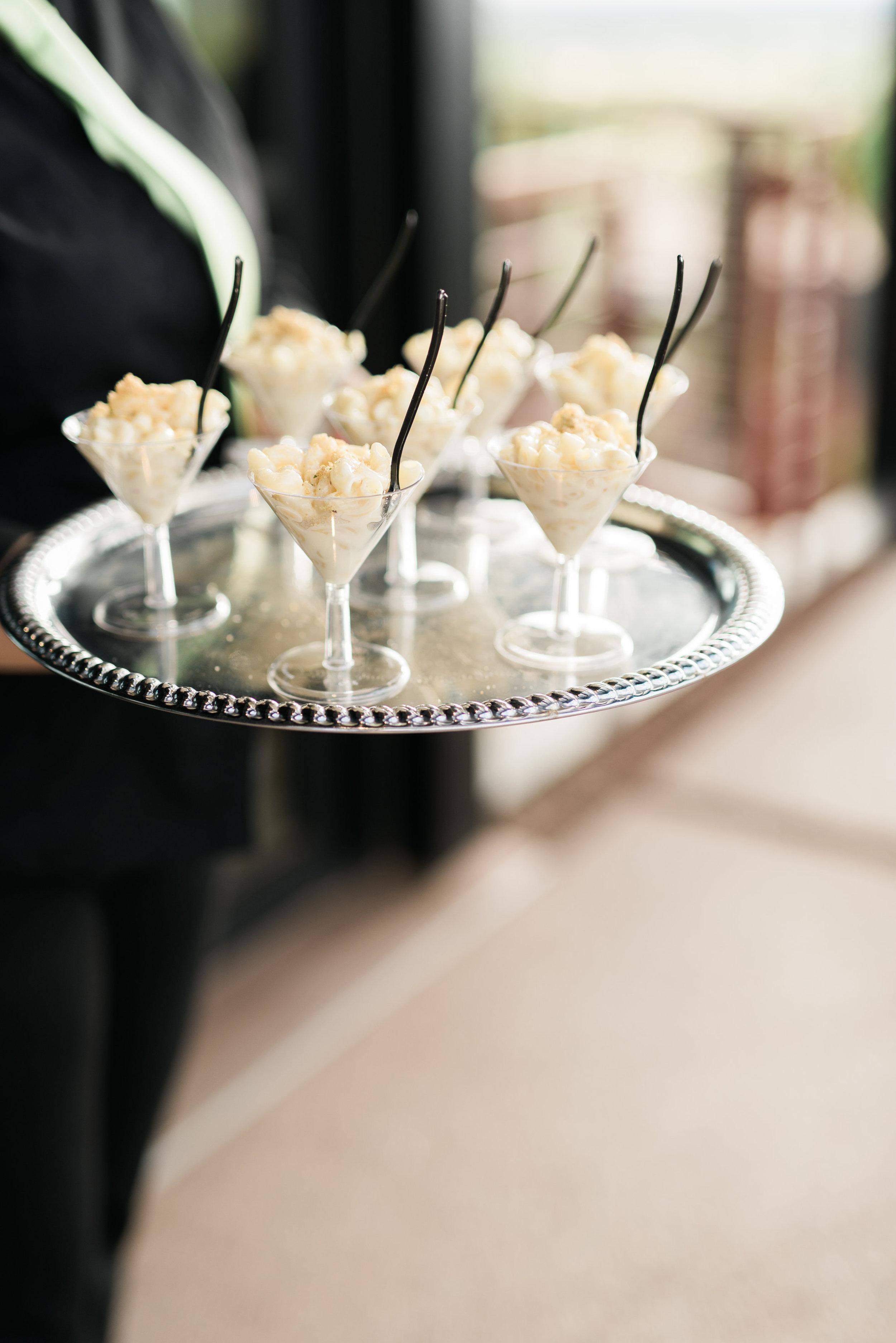 cocktail food, macaroni and cheese martini cups, wedding cocktail food