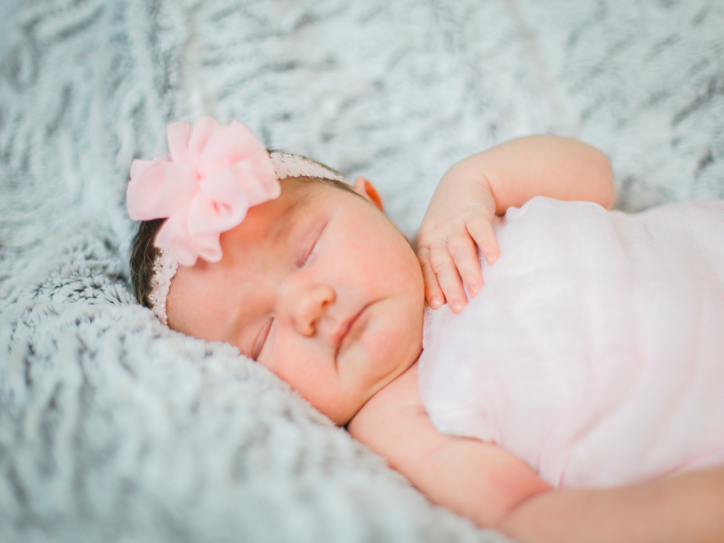 Sweet baby Chloé was a dream, she was a wake and happy in the beginning of our session. Then happily drifted off to sleep for the end, I mean seriously, she was a dream!