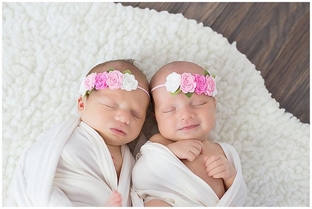 Double the fun. Double the sweetness.⠀⠀⠀⠀⠀⠀⠀⠀⠀ ⠀⠀⠀⠀⠀⠀⠀⠀⠀ I often get asked if a twin newborn session costs more and the answer is NO, never! As a twin parent, everything will cost you more so newborn photos should not be one of those things. ⠀⠀⠀⠀⠀⠀⠀⠀⠀ ⠀⠀⠀⠀⠀⠀⠀⠀⠀ #newborn #newborntwins #twins #newbornphotography #newbaby #babylove #freshie #fresh48 #babysfirstdays #photography #childrensphotography #babyphotographer #maternityphotography #maternity #orangecounty #oc #danapoint #lagunabeach #newportbeach #lagunaniguel #alisoviejo #southorangecounty #southoc #momlife #naturalbaby #unposed #organic #pure #fresh #clean