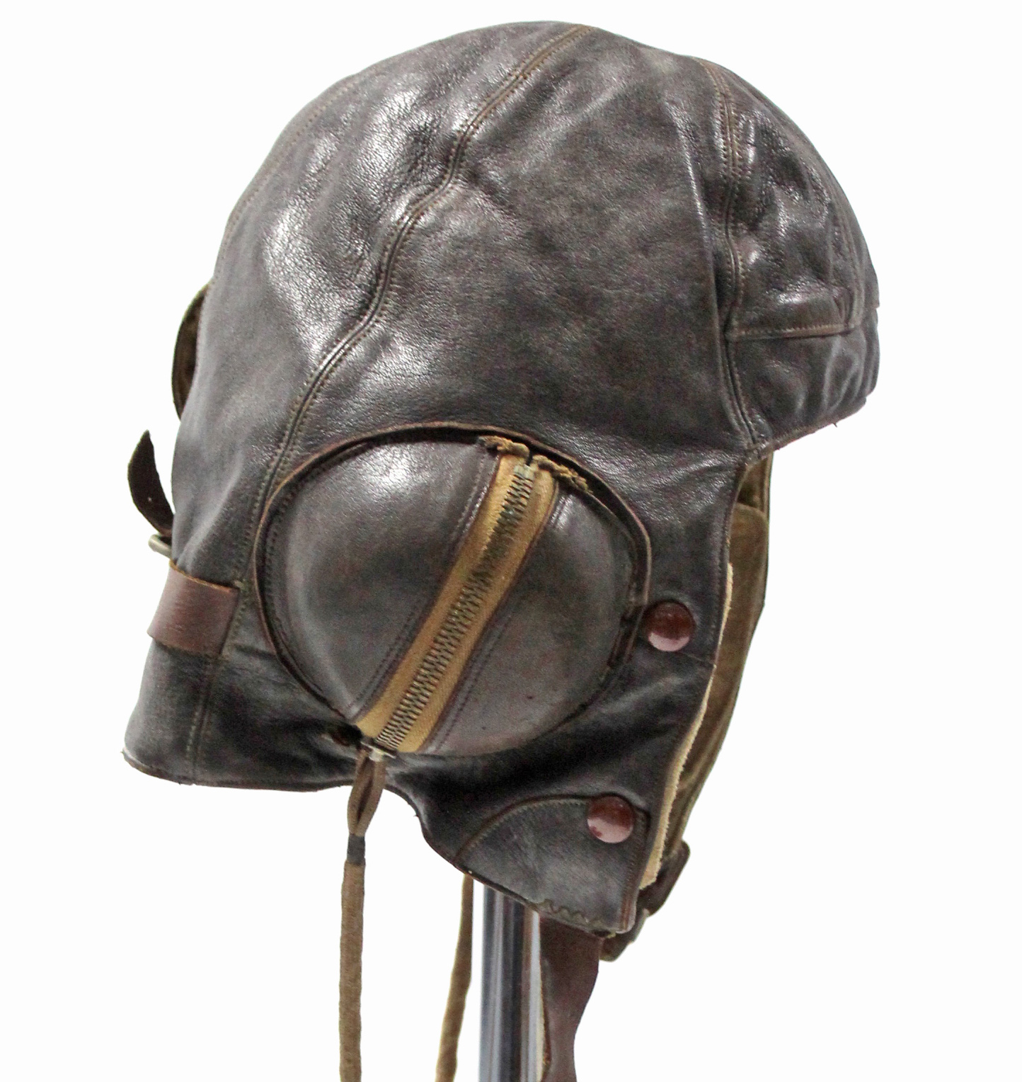 Sold For £720 A WWII Wareings of Northampton pilot's helmet