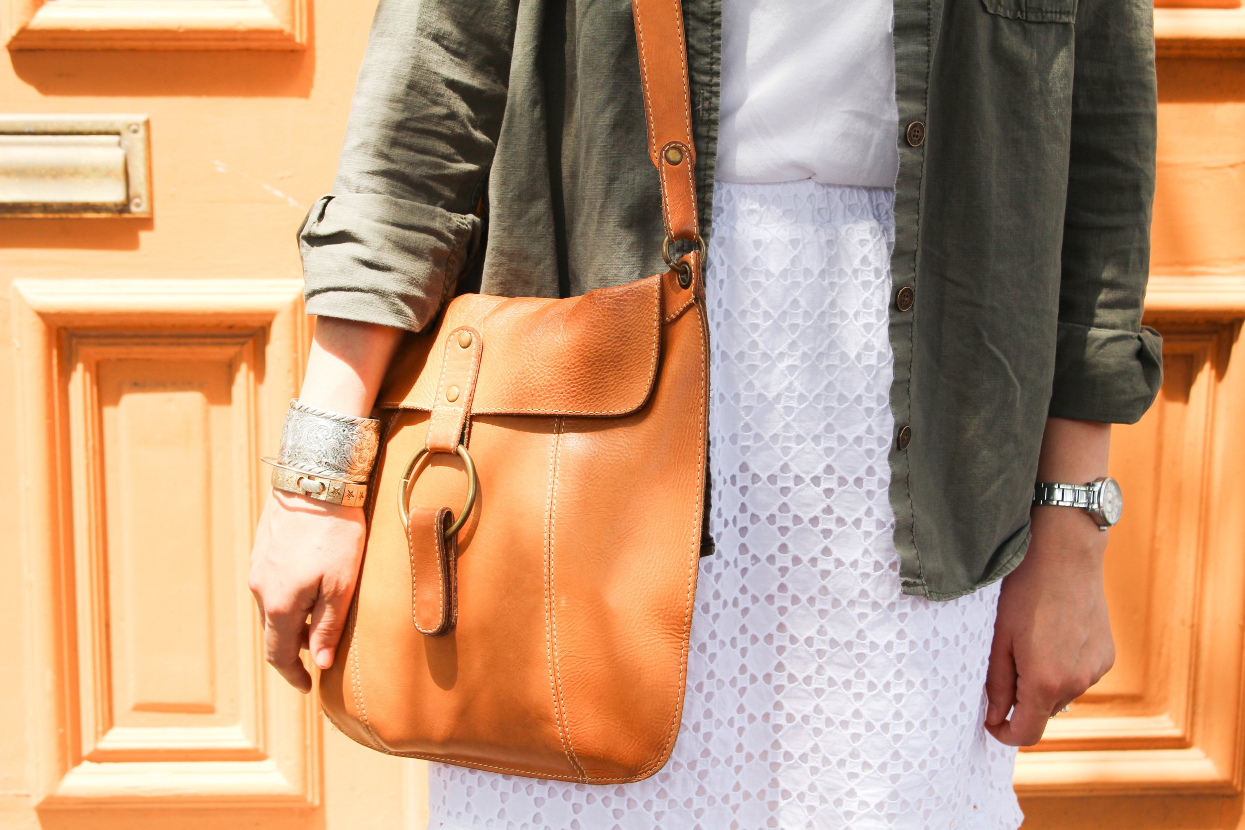 eyelet skirt, leather satchel, silver cuff, details, summer style