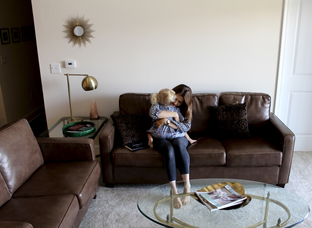 BROWN LEATHER SOFA / INTERIORS / AT HOME / LIVING ROOM / BRASS / GOLD / nicolemcaruso.com