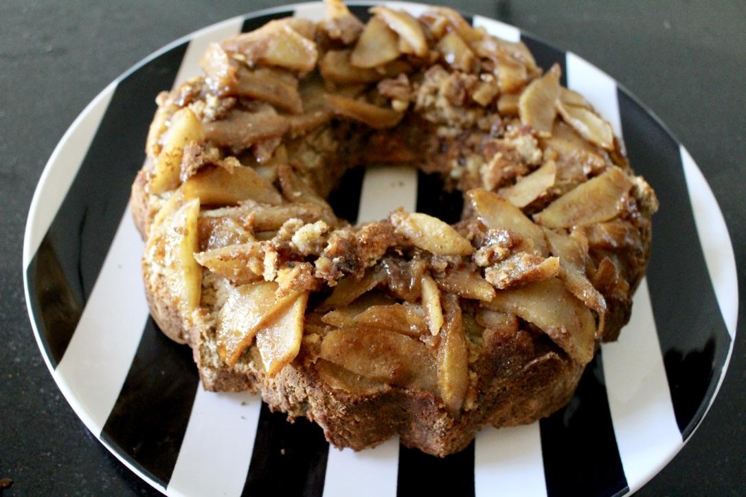RUSTIC APPLE CAKE / PALEO, GRAIN FREE, GLUTEN FREE / NICOLEMCARUSO.COM