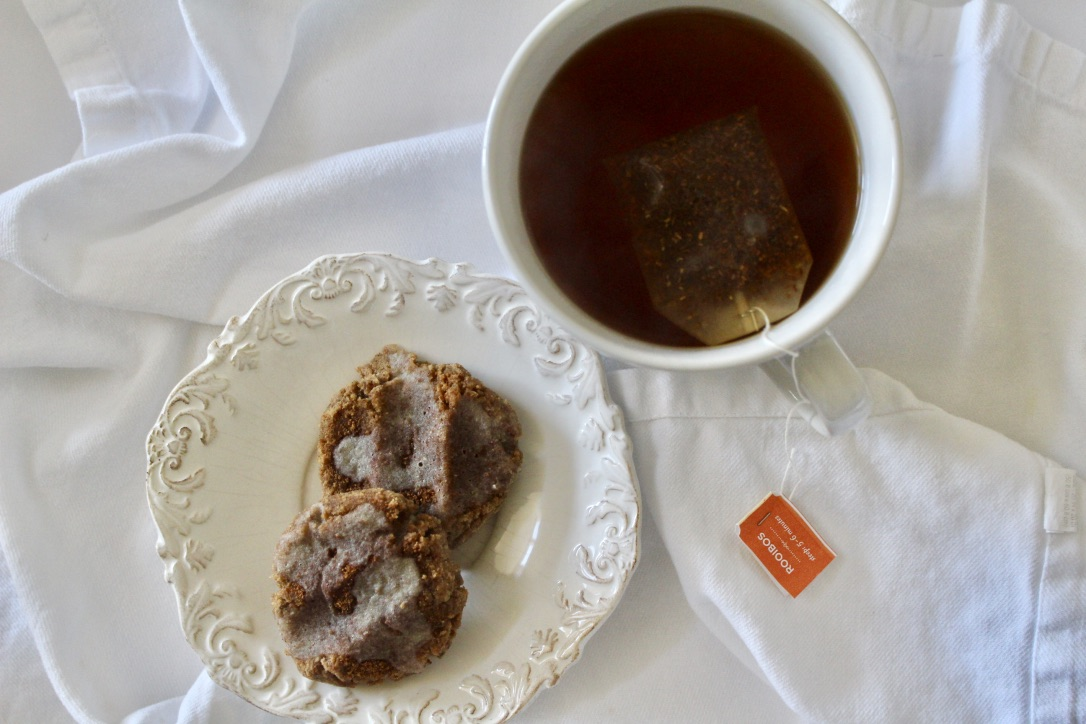 PERFECTLY PAIRED WITH ROOIBOS TEA, WHICH IS EARTHLY WITH NOTES OF VANILLA. THE TWO TOGETHER IS THE PERFECT TREAT ON A FALL DAY.