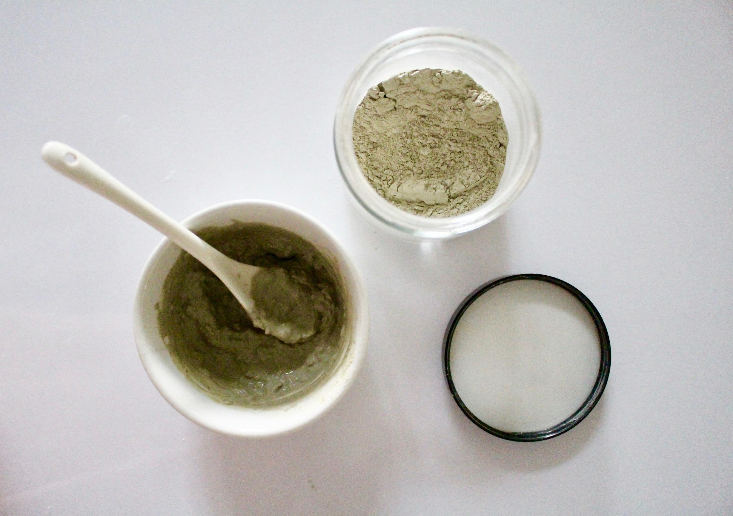 DIY CLAY MASKS / BEAUTY / GREEN BEAUTY / NATURAL BEAUTY / AZTEC SECRET HEALING CLAY / HONEY / MUD MASK / NICOLEMCARUSO.COM