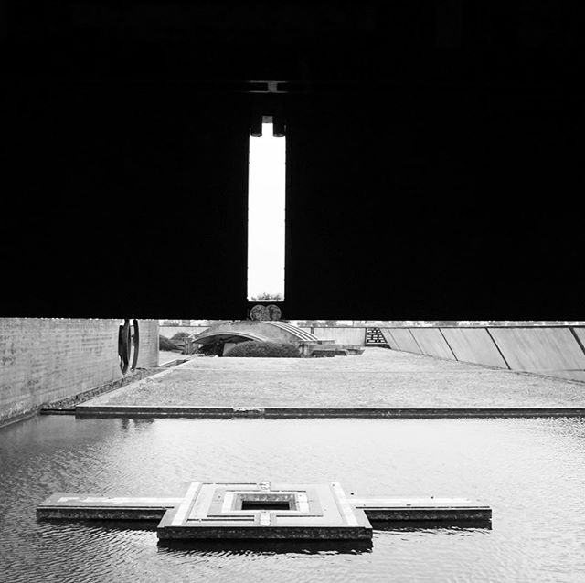 Brion cemetery by #carloscarpa near #altivole in the #veneto #architecture #architecturephotography #vanishingpoint