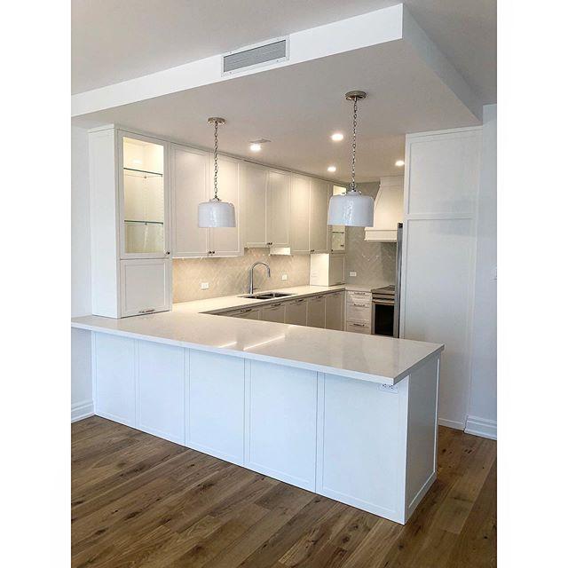 A nice little kitchen we just finished up. •Builder @bhc_solutions •Designed by @laura_stein_interiors •Oxford White @benjaminmoore •Sprayed by the magician @sfrcustomdesigns •Hardware all @blum_inc @blumaustralia  #kitchen #customkitchen #millwork #fineinteriors #interiordesign #cabinets