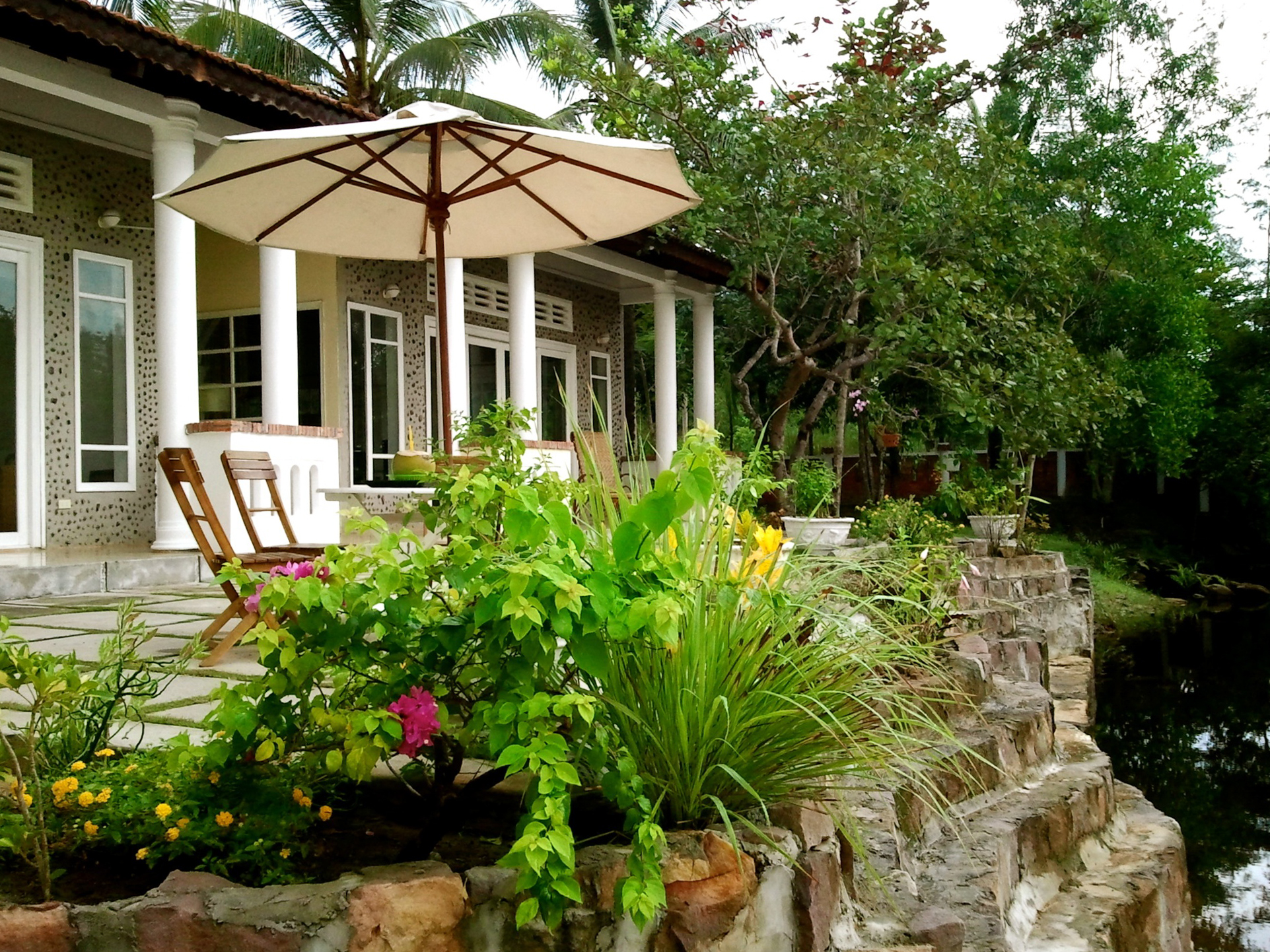phuo-quoc-bamboo-cottage-5.jpg