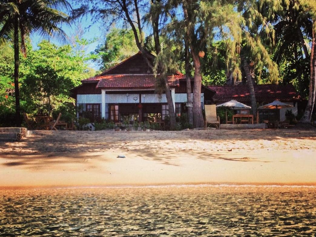 phu-quoc-vietnam-bamboo-cottages-36.jpg