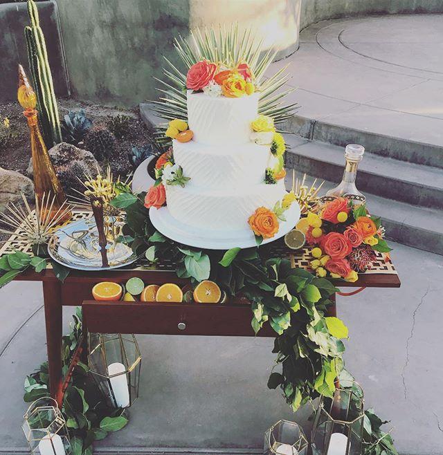 So about this weekend 😍 . . . #speechless #midcenturymodern #midcentury #modern #wedding #weddingcake #perfect #color #orange #yellow #green #bride #groom #weddingweekend #desertbotanicalgarden #dbgwedding #love #phoenixwedding #azweddingplanner #azeventplanner  #florabellaaz #pieceofcake