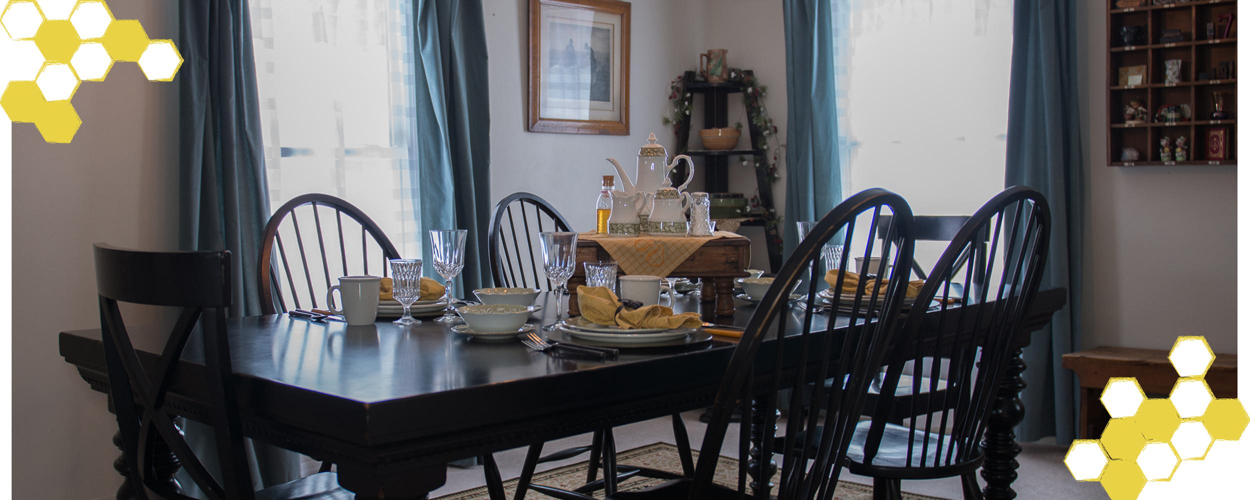 DiningRoomTable.jpg