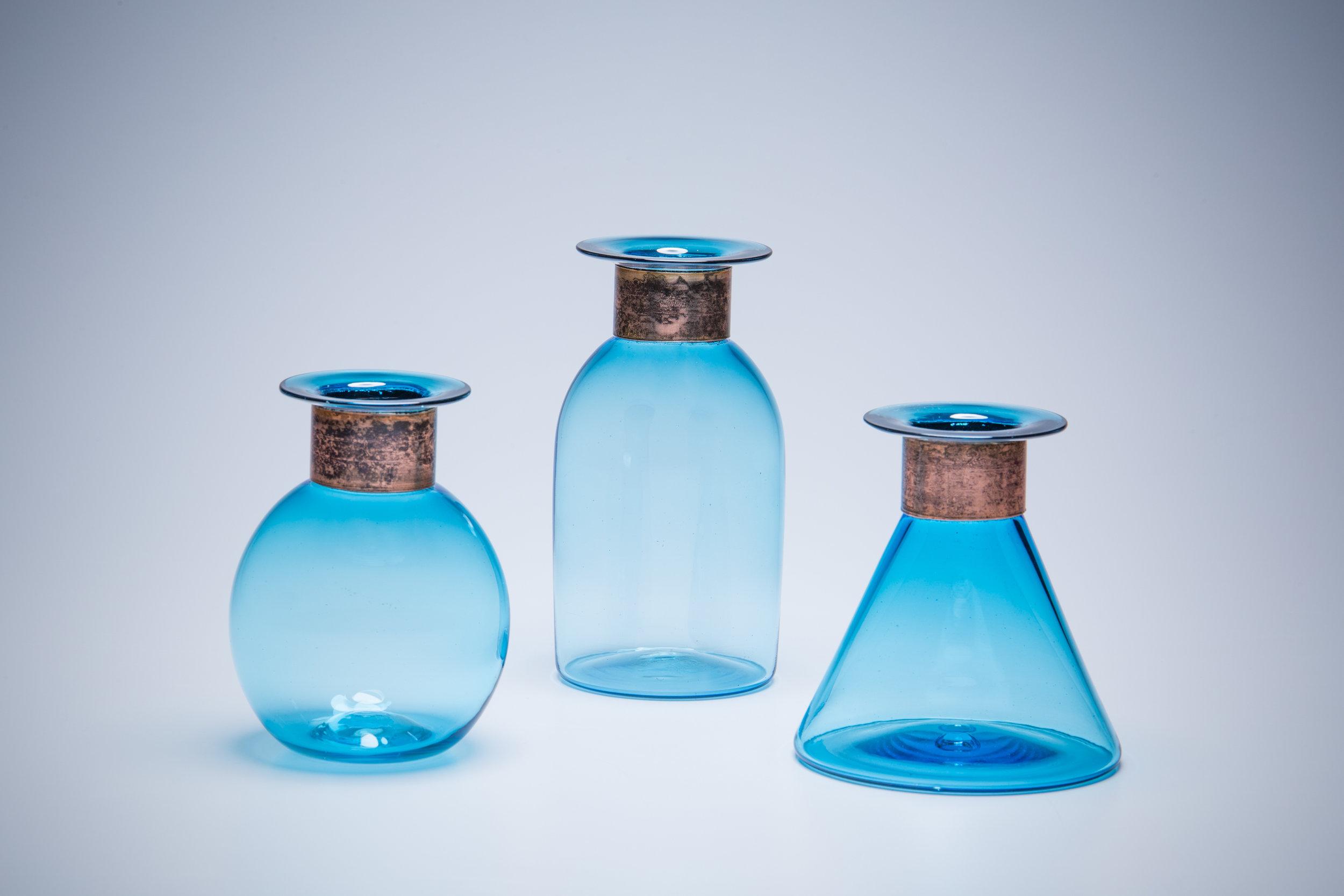 Anello Bottle, blue Screen size.jpg