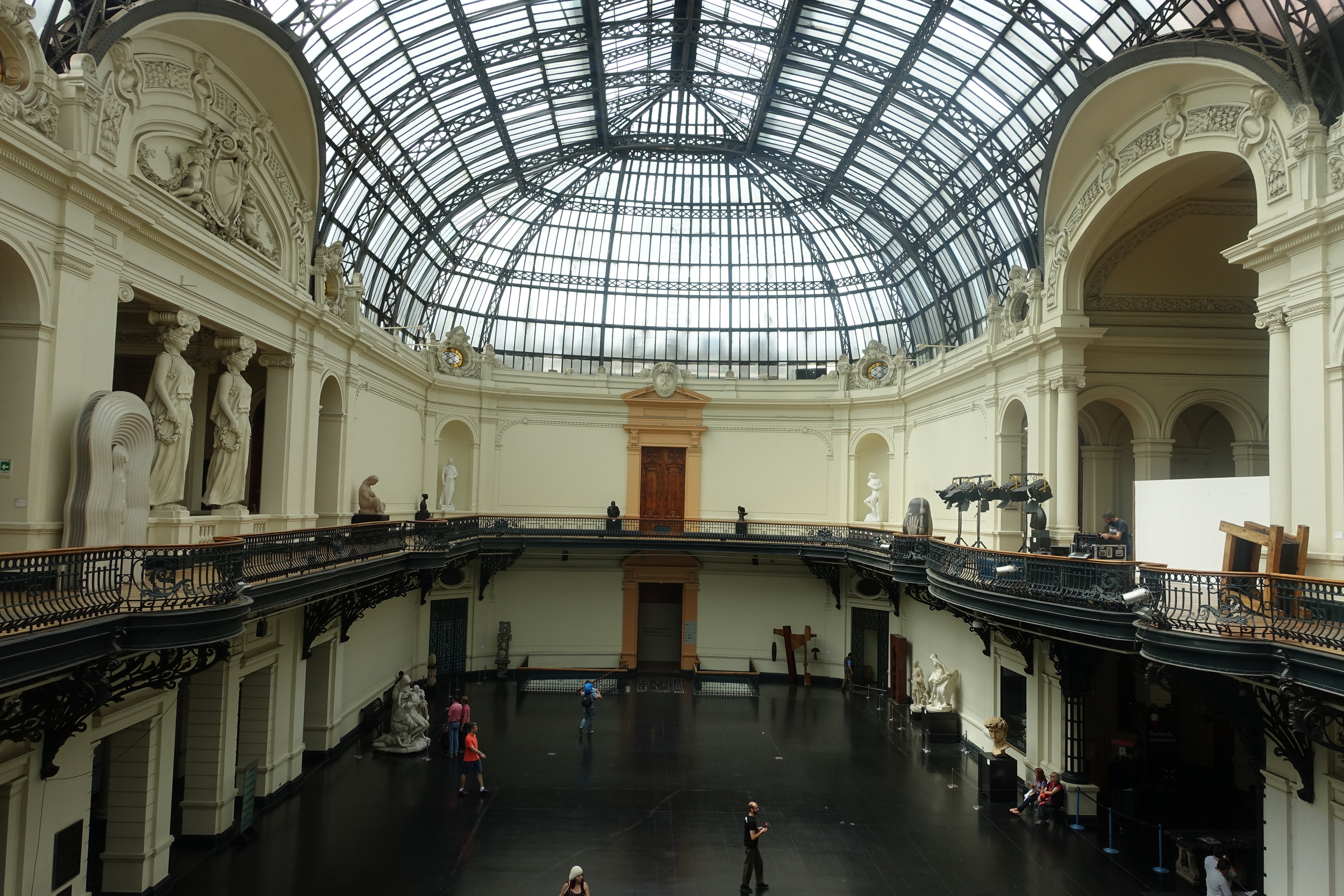Inside Museo de Belles Artes