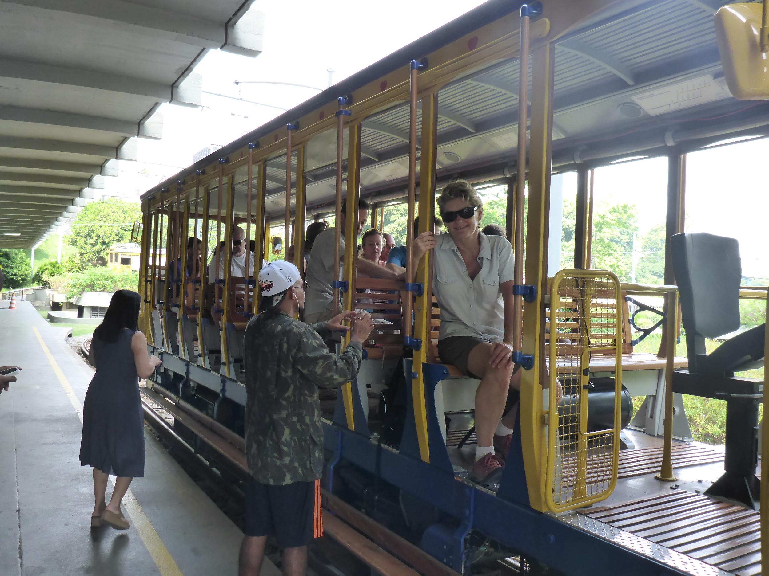 all aboard the bondinho