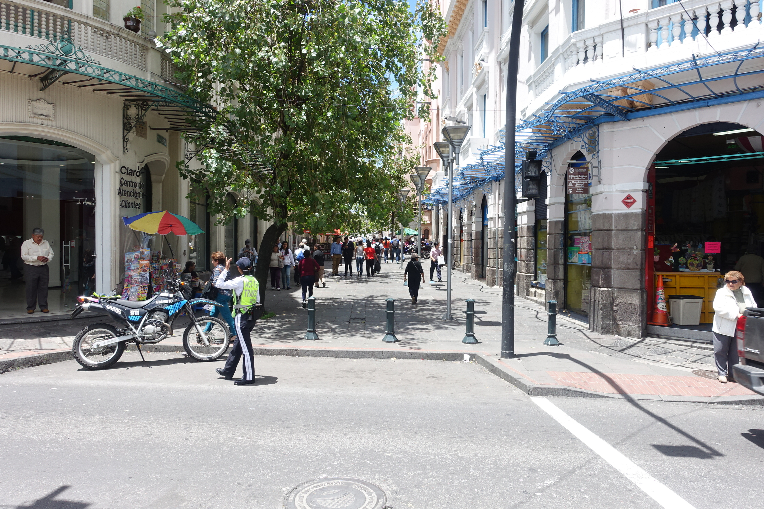 there are a number of pedestrian streets in the centro historico in quito
