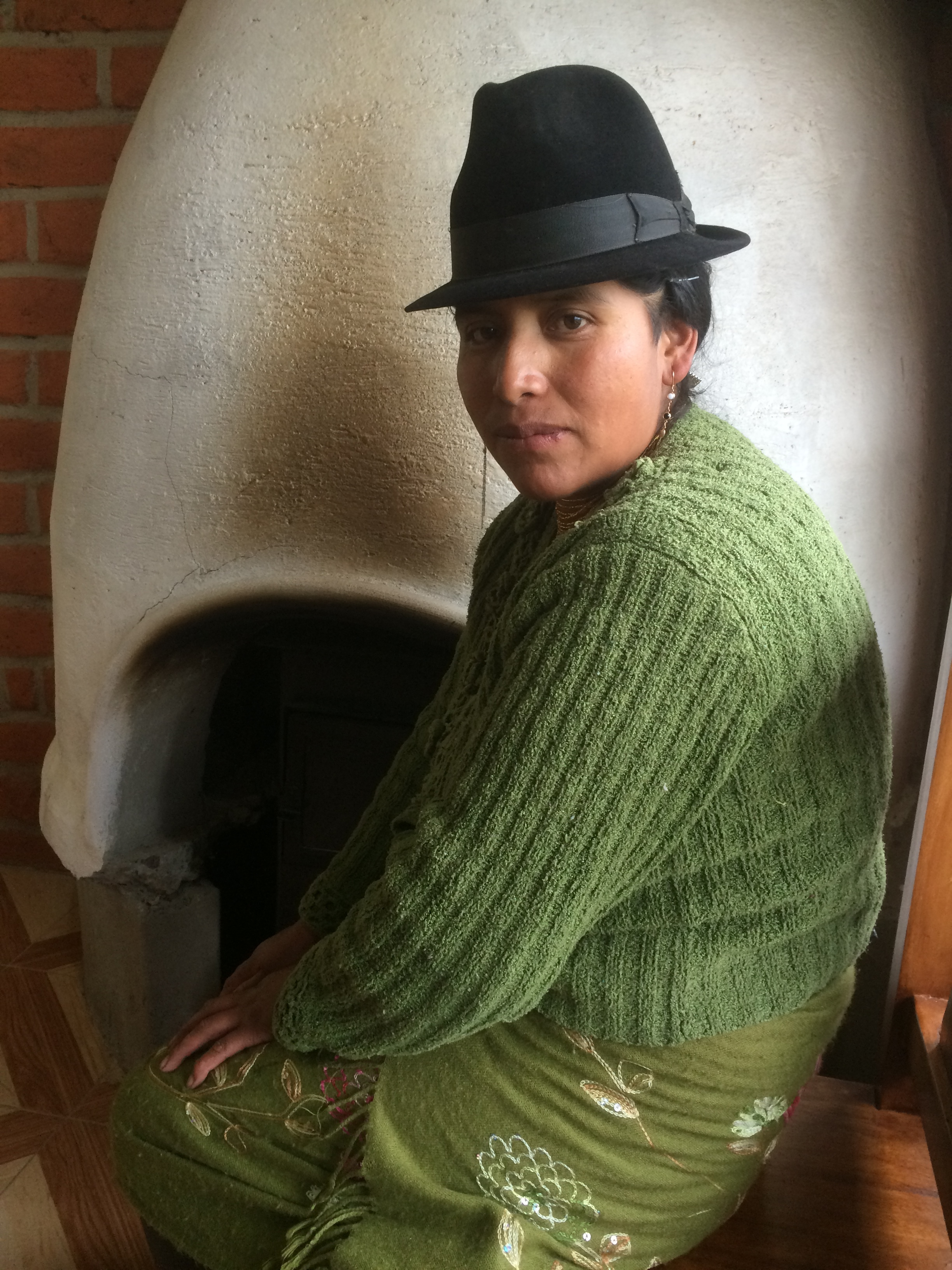 quichua woman , quilotoa  Photo - peter hardaker