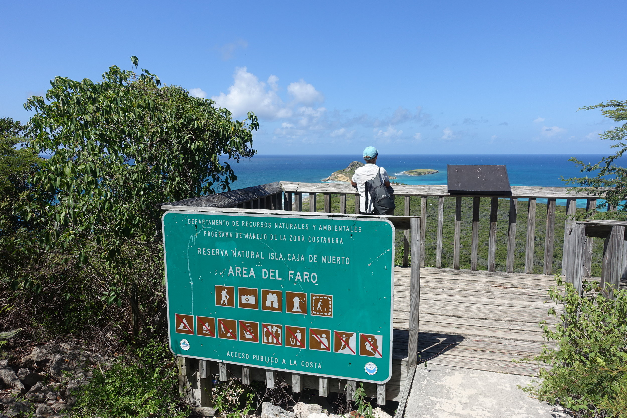 Isla caja de muerto from the lighthouse