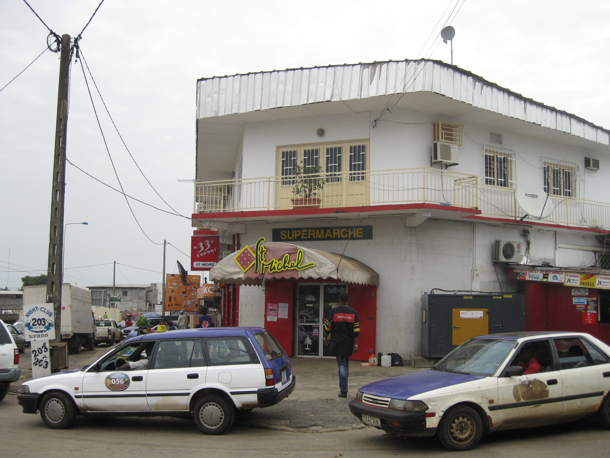 this supermarket in libreville has air conditioning. we spent a bit of time there. they also had very good baguettes.