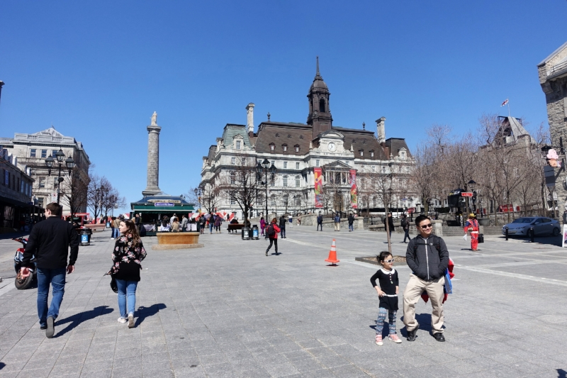 montreal's statue of nelson in the place jacques-cartier,, old city