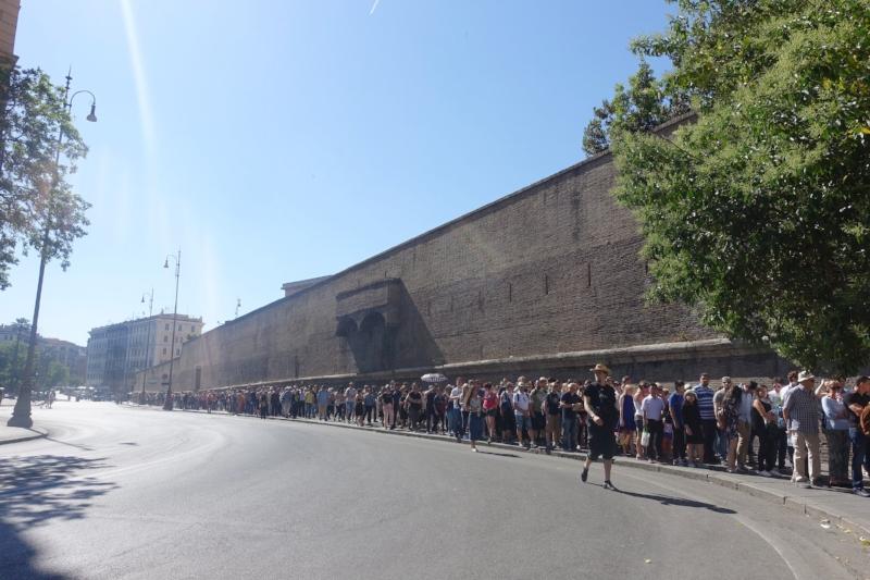 Queue for the Vatican Museum