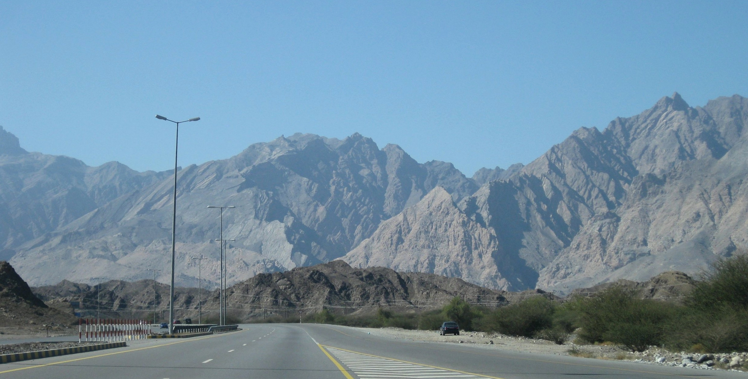 the highway to nizwa from muscat