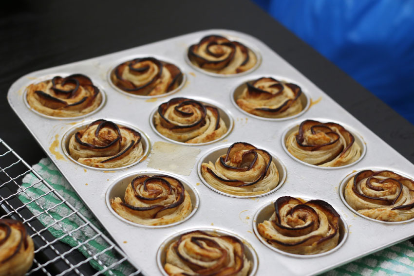 I would really like to try this another time, using lighter coloured apples to see the results of these pastry, but they should turn out golden brown like these :)