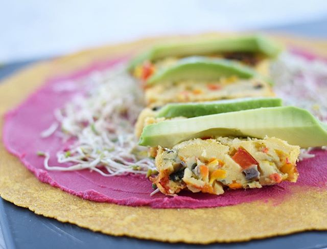 Can't get enough of these gorgeous and natural colors! 18 grams of plant based protein with 1 serving of this homemade breakfast! Sweet potato wrap with a spoon of beetroot hommos spread, and alfalfa sprouts tossed in a creamy vegan garlic coriander lemon dressing, topped with homemade vegan chickpea flour veggie omelette and sliced avocado. #plantbasedliving is the way to go. Nourishing everyday. 😋💪🏻