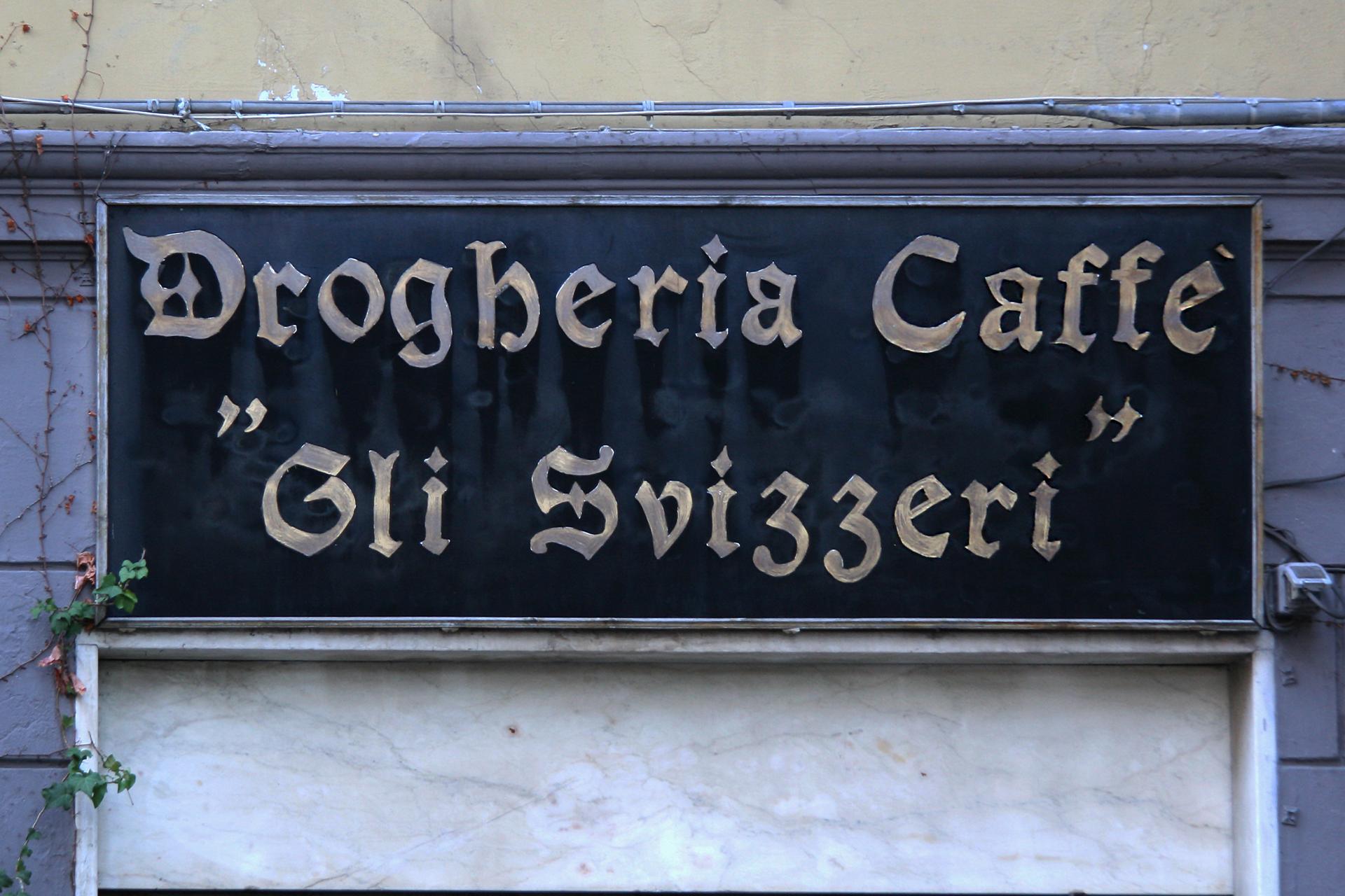 #009_DrogheriaGliSvizzeri.jpg