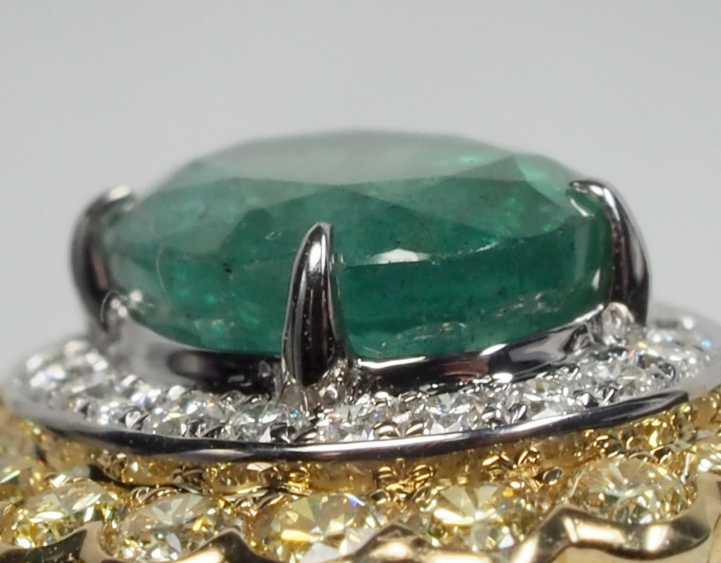 Well set gemstone