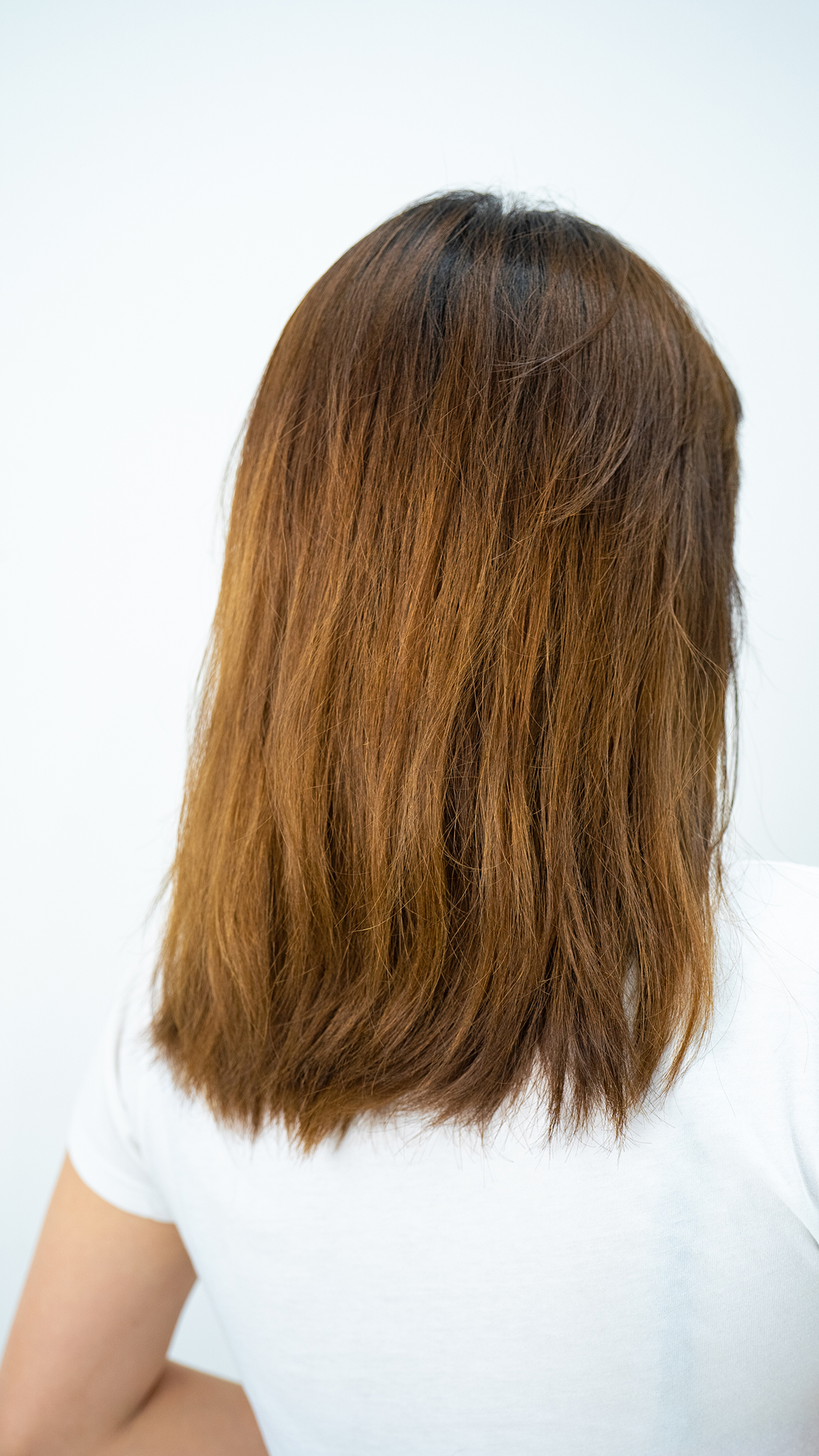 Back view of bleached hair after Chanamu S Leave-in Treatment