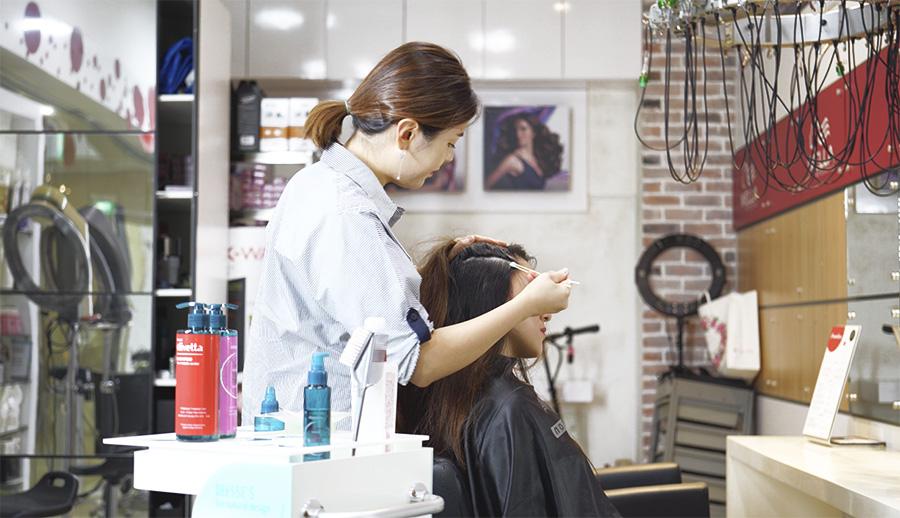 Vivian Nam, Korean Senior Hairstylist at DuSol Beauty doing Chanamu Scalp Treatment
