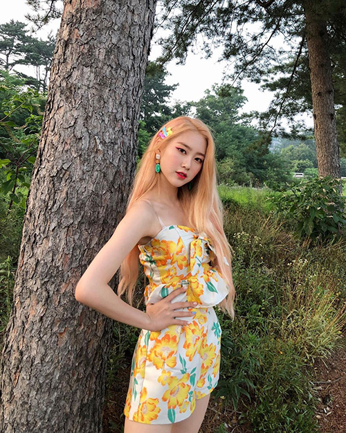 Arin, from OMG Oh my Girl Kpop idol girl group member with peachy blonde hair
