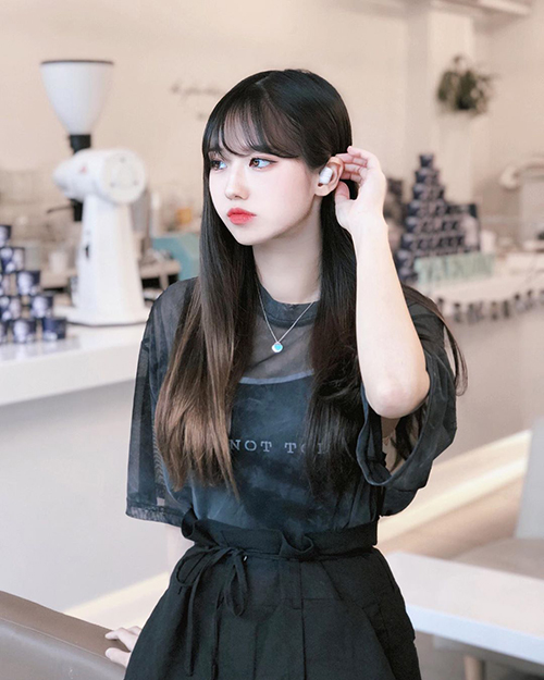 i.am.zoo, Korean beauty social media influencer posing for ably_official in a trendy cafe