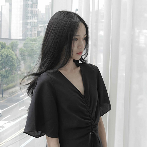 so_tweety a Korean social media influencer with center parted bangs and a black dress