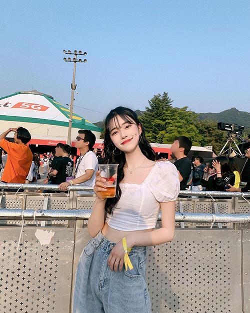 ro.junghwa, a Korean social media influencer who models for fashion brand dayroze_offical, based in South Korea